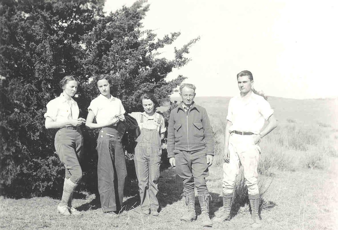 Norman Boke with field crew including Delay Demaree, Hilda Fritz, and Pearl Nelson at Caddo Canyons